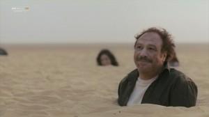 خالد صالح في مشهد من فيلم فبراير الأسود