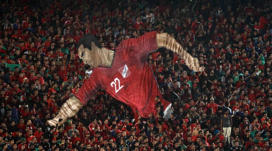 جماهير الاهلي ترفع صورة للاعب محمد ابو تريكة