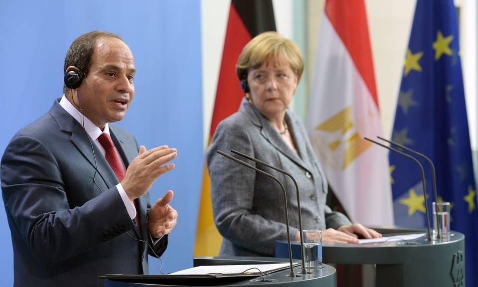 السيسي والمستشارة الألمانية خلال مؤتمر صحفي ببرلين